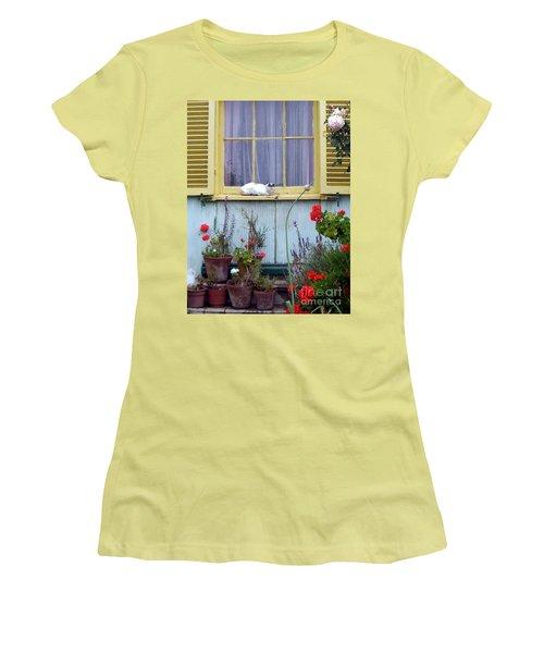 Catnap Women's T-Shirt (Junior Cut) by Barbie Corbett-Newmin