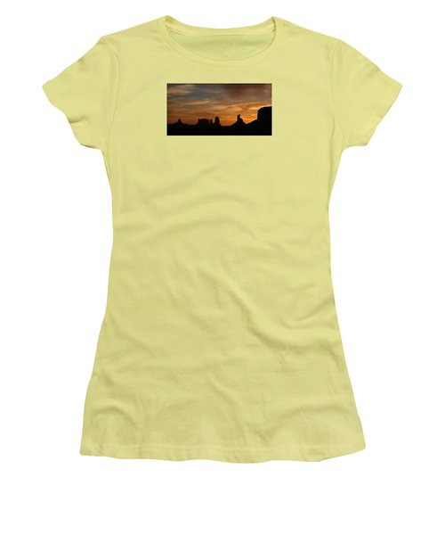 Early Sunrise Over Monument Valley Women's T-Shirt (Athletic Fit)