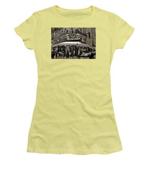 Famous Cafe De Flore - Paris Women's T-Shirt (Athletic Fit)