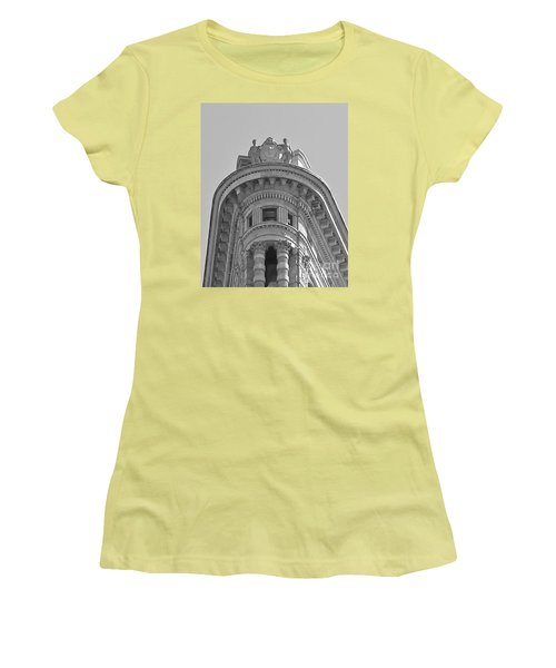 Flatiron Detail Women's T-Shirt (Junior Cut) by John Wartman