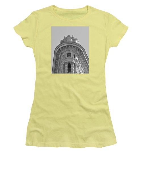Flatiron Detail Women's T-Shirt (Athletic Fit)