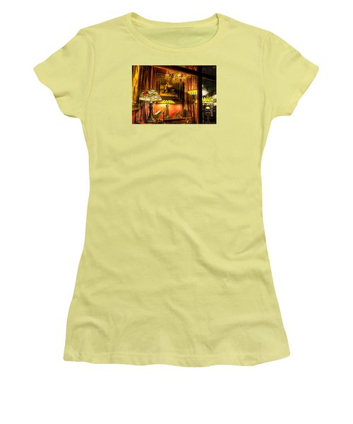 French Quarter Ambiance Women's T-Shirt (Athletic Fit)