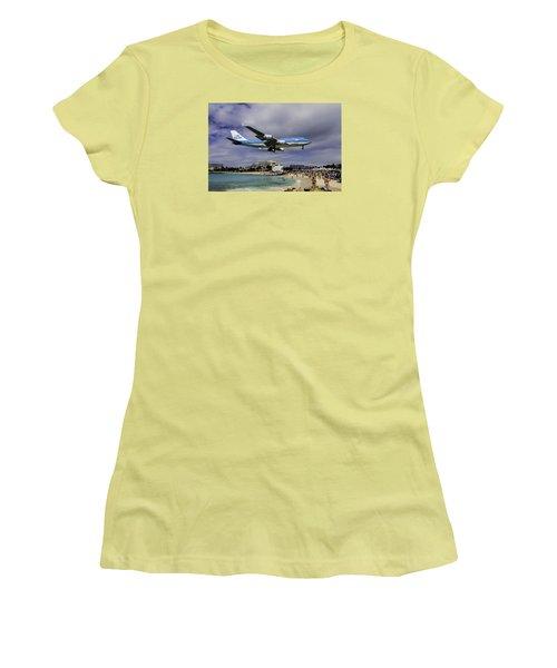 K L M Landing At St. Maarten Women's T-Shirt (Junior Cut) by David Gleeson