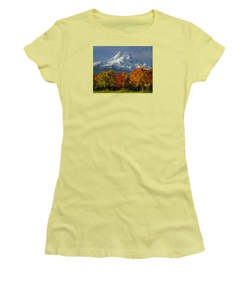 1m5117-mt. Hood In Autumn Women's T-Shirt (Athletic Fit)