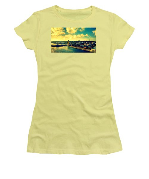 Nassau The Bahamas Women's T-Shirt (Athletic Fit)
