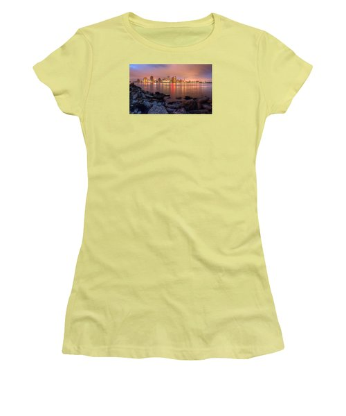 New Orleans Skyline Women's T-Shirt (Athletic Fit)