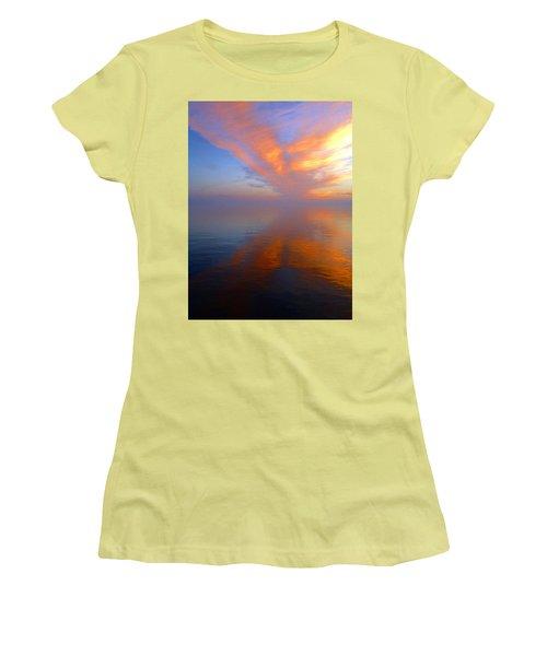 Ocracoke Nc Sunrise Women's T-Shirt (Athletic Fit)