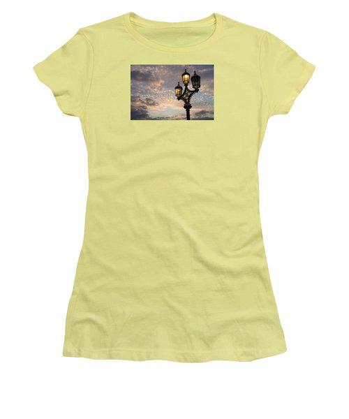 One Light Out - Westminster Bridge Streetlights - River Thames In London Uk Women's T-Shirt (Junior Cut)
