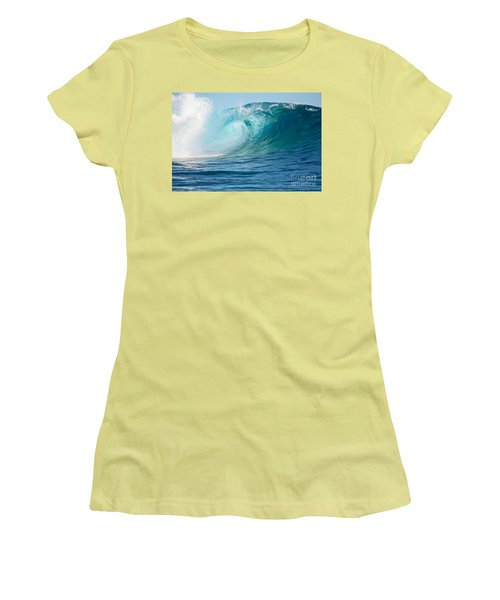 Pacific Big Wave Crashing Women's T-Shirt (Athletic Fit)