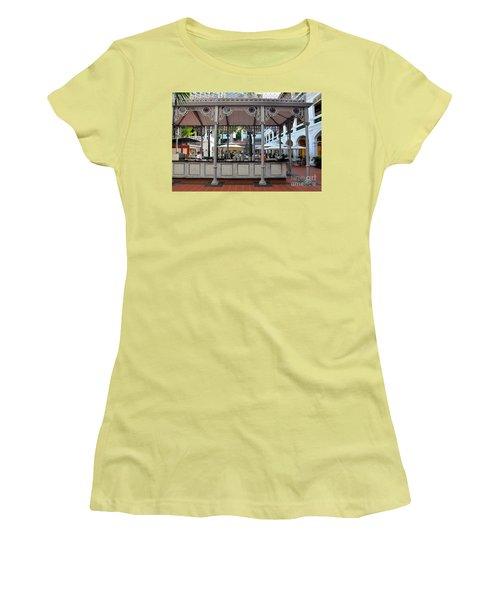 Raffles Hotel Courtyard Bar And Restaurant Singapore Women's T-Shirt (Junior Cut) by Imran Ahmed