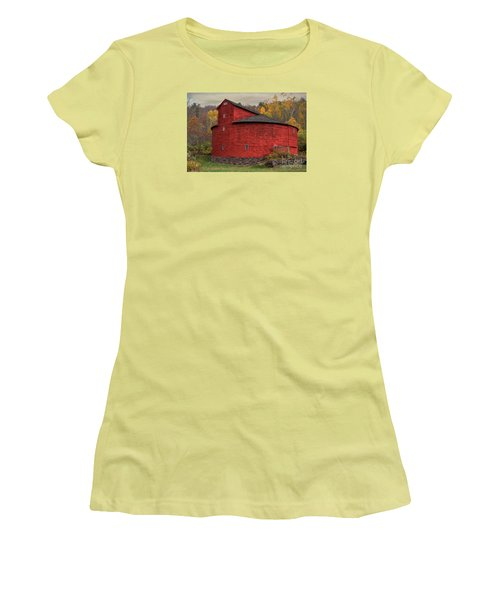 Red Round Barn Women's T-Shirt (Athletic Fit)