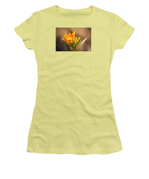Single Kaffir Lily Bloom Women's T-Shirt (Athletic Fit)