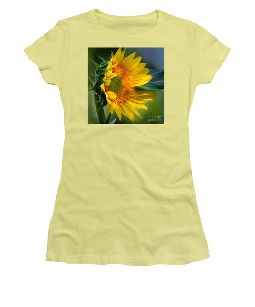 Summer Bonnet Women's T-Shirt (Junior Cut) by Nava Thompson