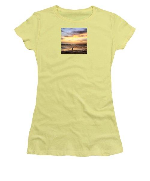 Sunset Surfer Women's T-Shirt (Athletic Fit)