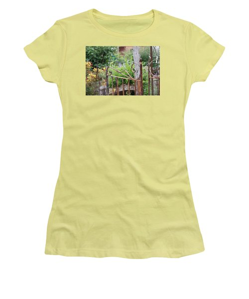 Vintage Gate Women's T-Shirt (Athletic Fit)
