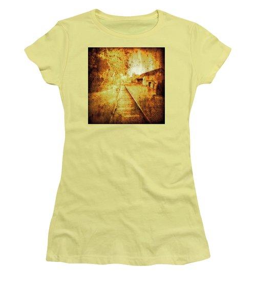 Vintage  Railway Portland Pa Usa Women's T-Shirt (Athletic Fit)