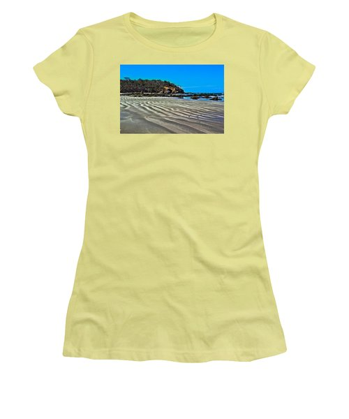 Wavy Beach Women's T-Shirt (Athletic Fit)