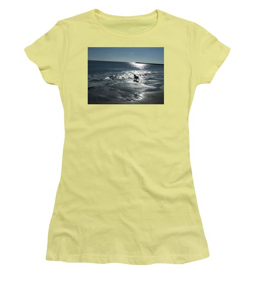 winter in Les Ste Marie de la mer Women's T-Shirt (Athletic Fit)