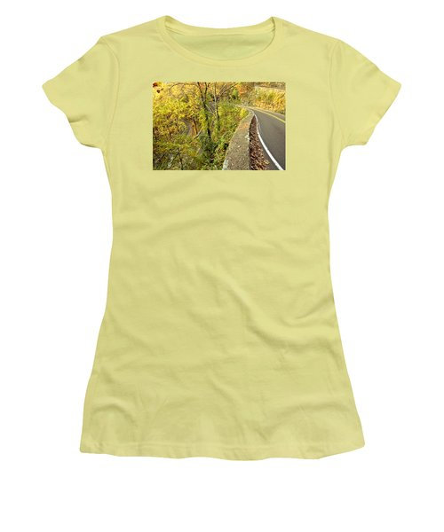 W Road In Autumn Women's T-Shirt (Athletic Fit)