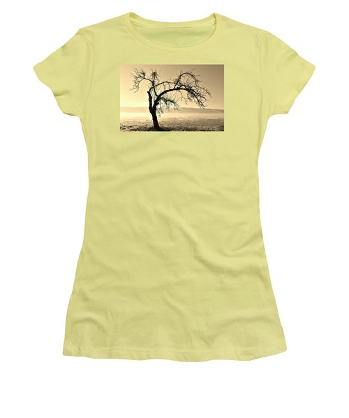 cold Winter day.... Women's T-Shirt (Athletic Fit)