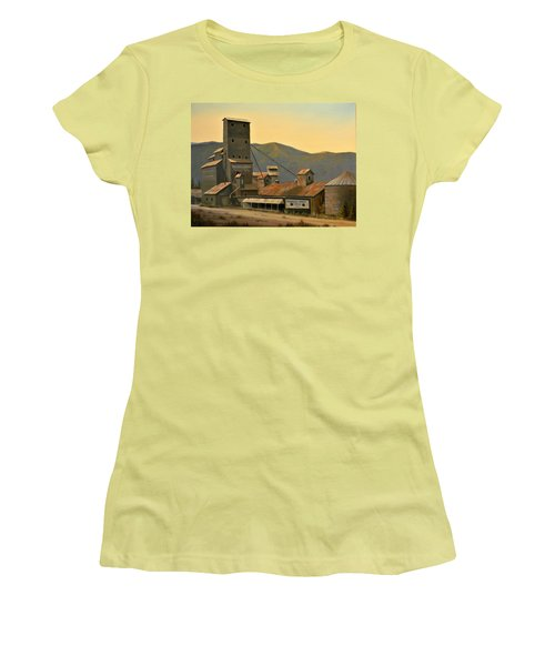 Hillbilly Highrise Women's T-Shirt (Athletic Fit)