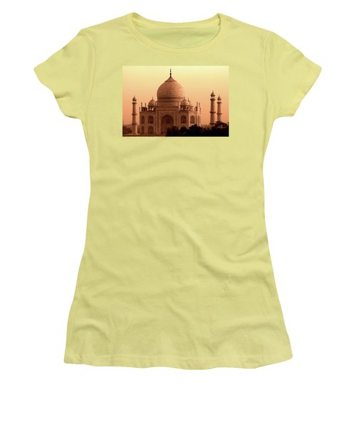 Taj Mahal Women's T-Shirt (Athletic Fit)