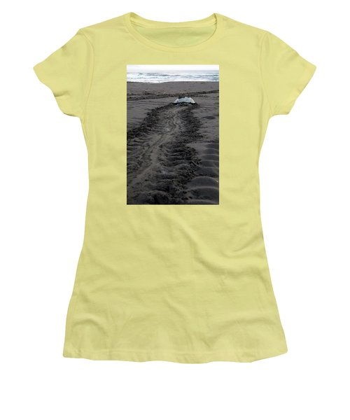 Green Sea Turtle Returning To Sea Women's T-Shirt (Junior Cut) by Breck Bartholomew