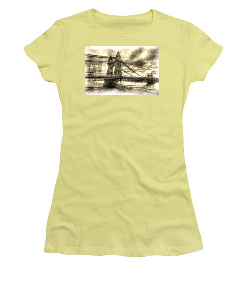 Hammersmith Bridge London Vintage Women's T-Shirt (Athletic Fit)