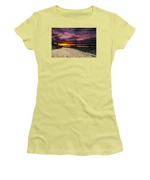 Forth Road Bridge Women's T-Shirt (Junior Cut)