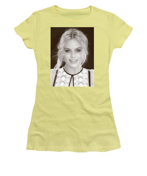 Actress Margot Robbie Women's T-Shirt (Athletic Fit)