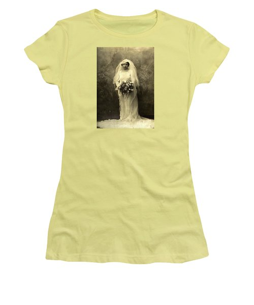 A Beautiful Vintage Photo Of Coloured Colored Lady In Her Wedding Dress Women's T-Shirt (Junior Cut) by R Muirhead Art