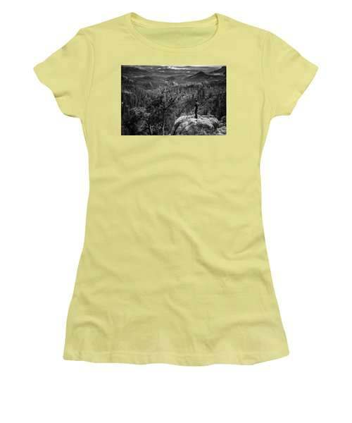 Needles Point South Dakota Women's T-Shirt (Athletic Fit)