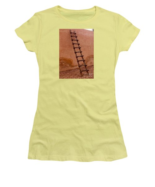 Al Ain Ladder Women's T-Shirt (Athletic Fit)