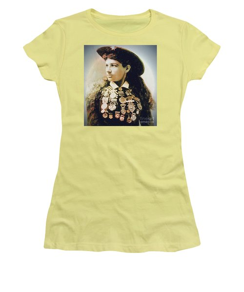 Annie Oakley - Shooting Legend Women's T-Shirt (Athletic Fit)