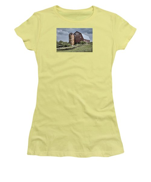 Barn On Hill Women's T-Shirt (Athletic Fit)