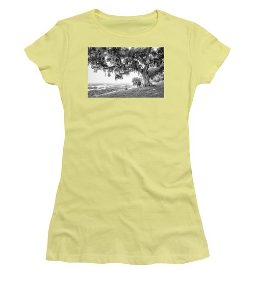 Bay Street Oak View Women's T-Shirt (Athletic Fit)