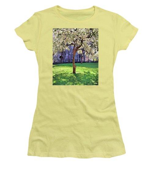 Beauty Women's T-Shirt (Athletic Fit)