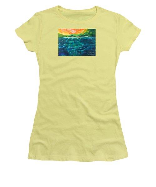 Big Tropical Wave Women's T-Shirt (Athletic Fit)