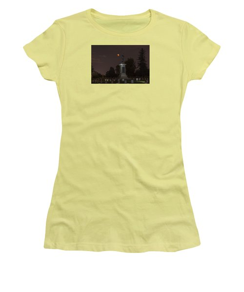 Blood Moon At The Colorado Volunteers Memorial Women's T-Shirt (Junior Cut) by Stephen  Johnson