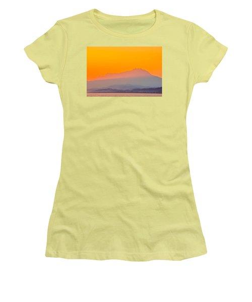 Borneo Women's T-Shirt (Athletic Fit)