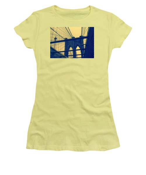 New York City's Famous Brooklyn Bridge Women's T-Shirt (Athletic Fit)