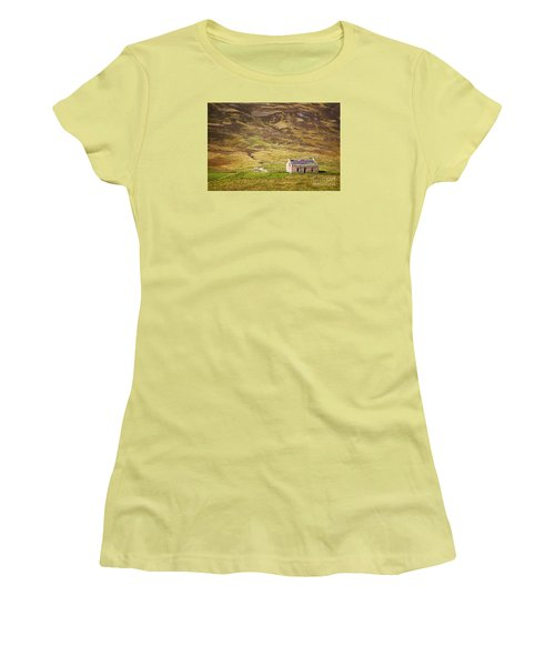 Cairngorms Cottage Women's T-Shirt (Athletic Fit)