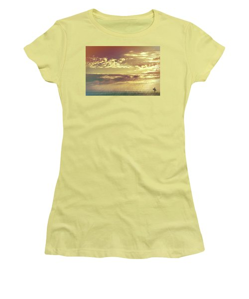 California Sunset Surfer Women's T-Shirt (Athletic Fit)