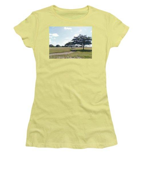 Camino En La Pradera Women's T-Shirt (Athletic Fit)