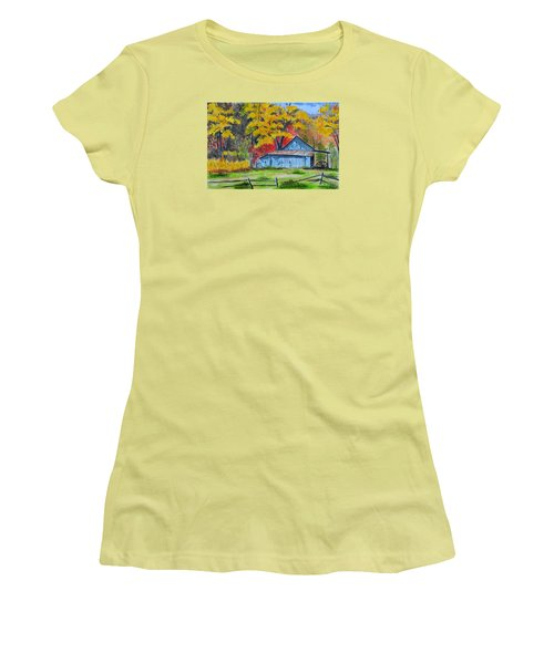Carolina Barn Women's T-Shirt (Athletic Fit)