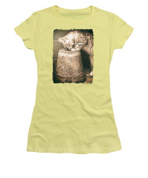 Cat Curiosity... Women's T-Shirt (Athletic Fit)