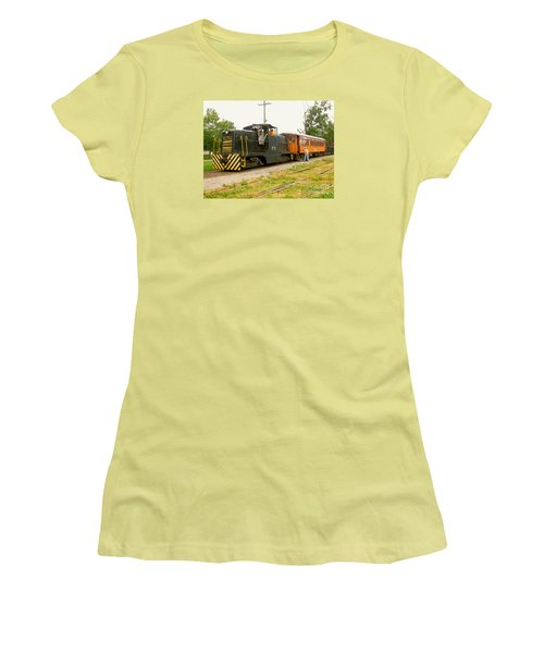 Choo Choo Women's T-Shirt (Athletic Fit)