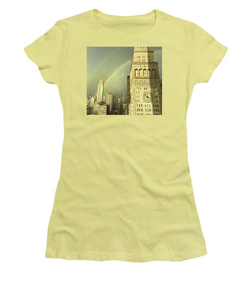 Clock Tower New York Women's T-Shirt (Athletic Fit)