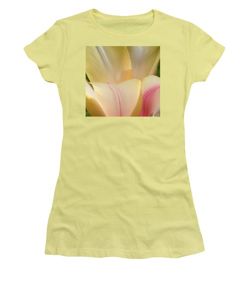 Close-up Tulip Women's T-Shirt (Athletic Fit)