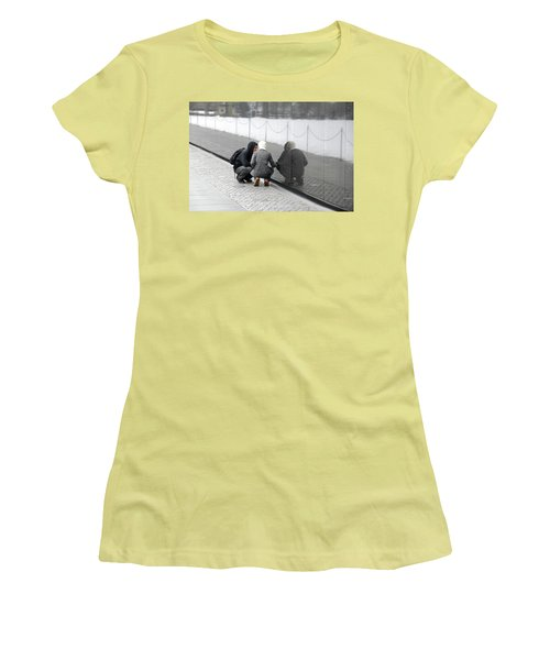 Couple At Vietnam Wall Women's T-Shirt (Athletic Fit)